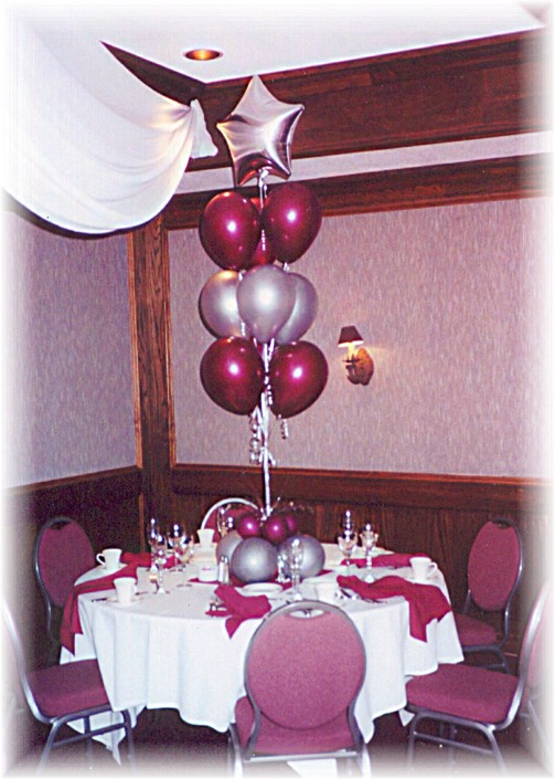 How to decorate with balloons school reunion decorations for Balloon decoration classes